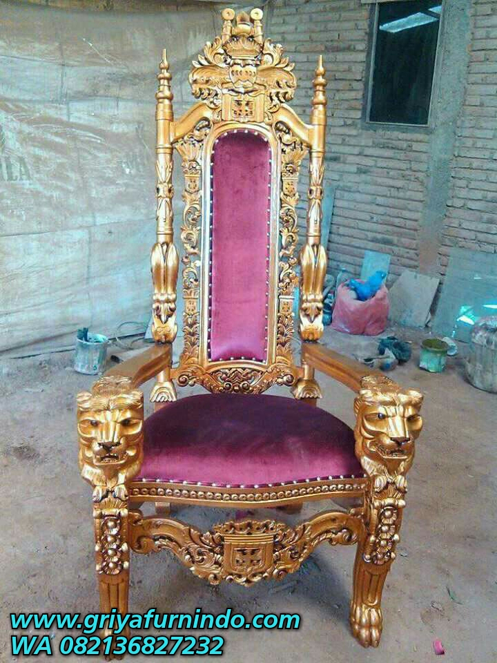 Kursi Raja Ukir Kepala Singa