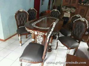 FB IMG 15411539902536063 wm 300x225 - Set Meja Makan Salina
