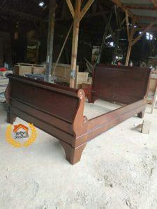 Tempat Tidur Classic Bagong