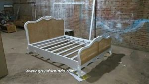 FB IMG 15765049425620268 wm 300x169 - Tempat Tidur Rotan Classic